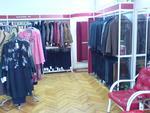 търговско обзавеждане на магазин за дрехи