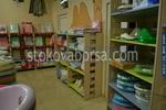 изработка на стелажи по поръчка за детски магазин