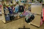 изработка на стелажи за детски дрехи